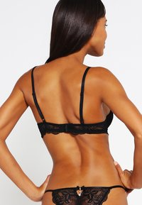 LASCANA - Push up -rintaliivit - black/eggplant - 2