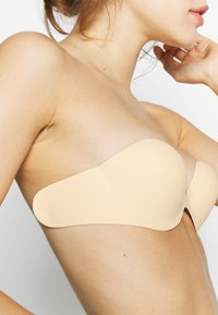 LASCANA - STICK ON BRA WITH WINGS - Multiway / Strapless bra - skin - 4