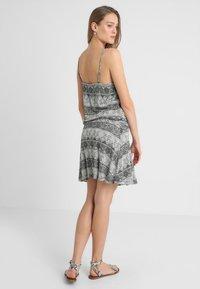 LASCANA - GISELLE BEACHDRESS - Jersey dress - schwarz/crem - 2