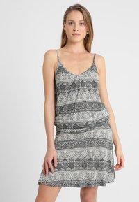 LASCANA - GISELLE BEACHDRESS - Jersey dress - schwarz/crem - 1