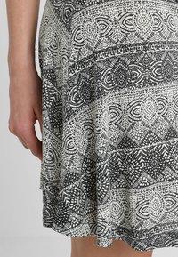 LASCANA - GISELLE BEACHDRESS - Jersey dress - schwarz/crem - 4
