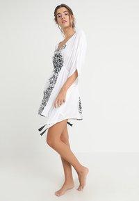 Buffalo - Strand accessories - weiß/schwarz - 1