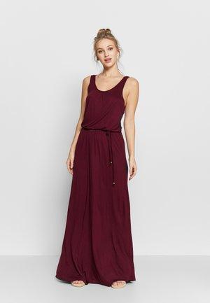 Długa sukienka - dunkelbeere