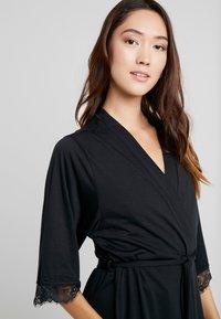 LASCANA - LUXURIOUS NIGHTS KIMONO - Dressing gown - black - 3