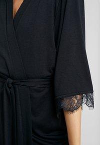 LASCANA - LUXURIOUS NIGHTS KIMONO - Dressing gown - black - 5