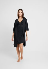 LASCANA - LUXURIOUS NIGHTS NEGLIGEE - Camisón - black - 1