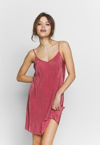 LASCANA - PLISSEE NEGLIGÉ - Nightie - dark mauve - 0