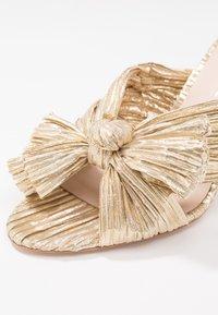 Loeffler Randall - PENNY KNOT MULE - Pantofle na podpatku - gold - 2