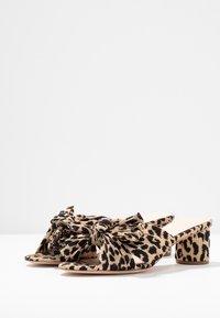 Loeffler Randall - EMILIA PLEATED KNOT MULE - Pantofle na podpatku - tan - 4