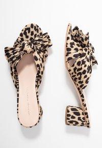 Loeffler Randall - EMILIA PLEATED KNOT MULE - Pantofle na podpatku - tan - 3