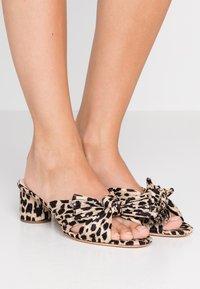 Loeffler Randall - EMILIA PLEATED KNOT MULE - Pantofle na podpatku - tan - 0