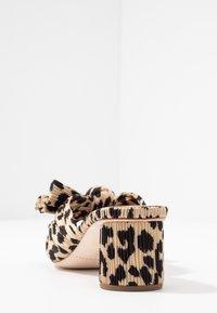 Loeffler Randall - EMILIA PLEATED KNOT MULE - Pantofle na podpatku - tan - 5