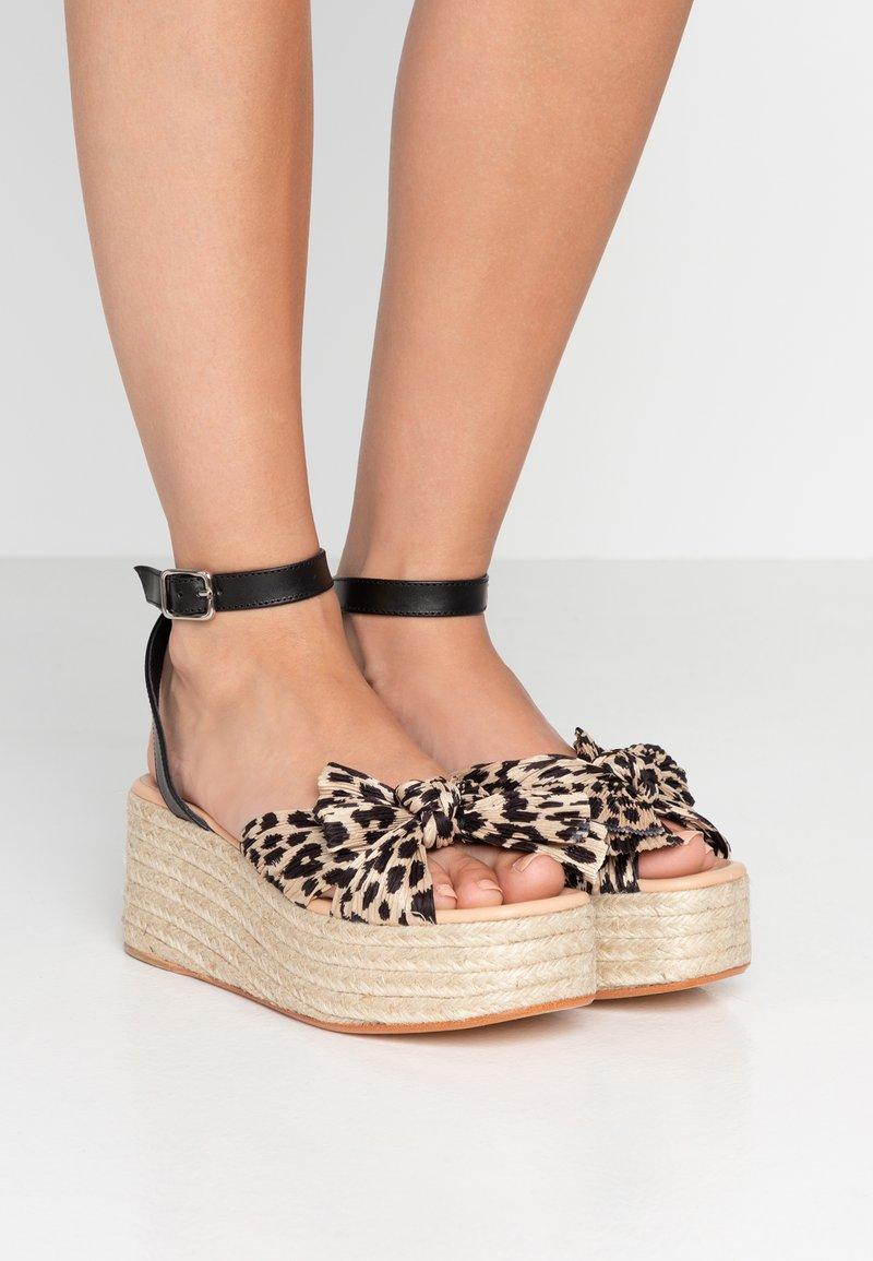Loeffler Randall - POSEY - Sandály na platformě - gold