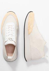 Loeffler Randall - REMI - Sneakers basse - offwhite/grey - 3