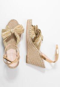 Loeffler Randall - CHARLEY PLEATED KNOT WEDGE - Sandály na vysokém podpatku - gold - 3