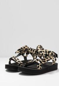 Loeffler Randall - MAISIE SPORT  - Sandály na platformě - beige - 4