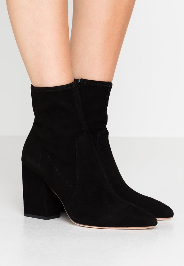 ISLA SLIM WITH CHUNKY HEEL - Bottines à talons hauts - black