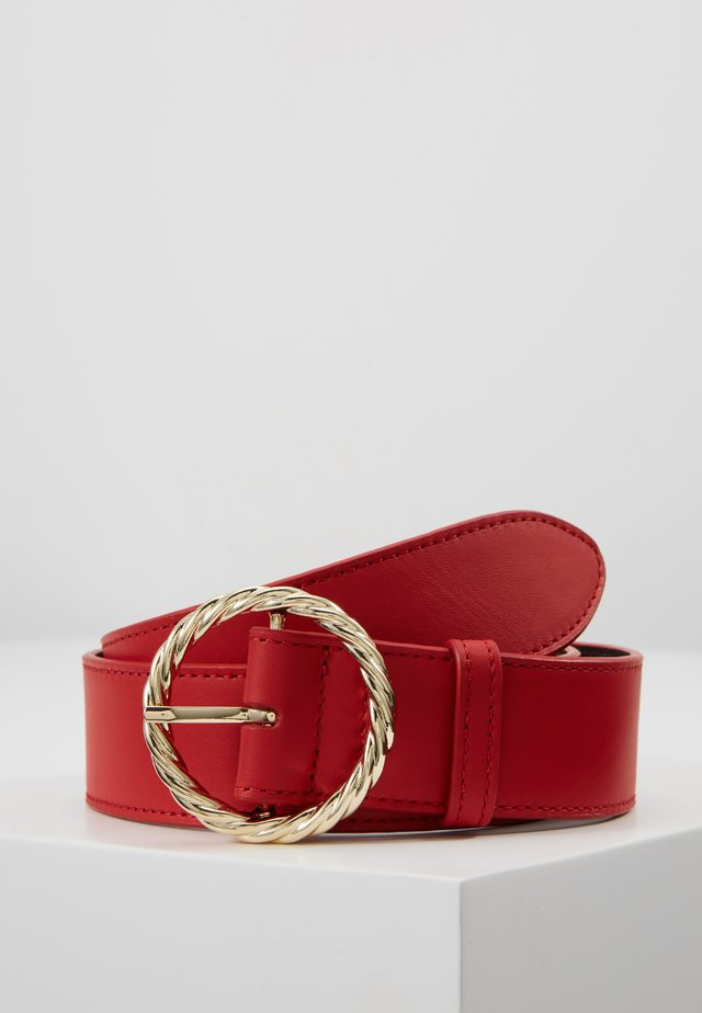 LEO TWISTED CIRCLE BUCKLE - Pásek - cherry red
