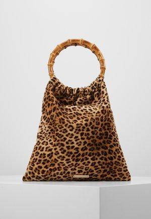 CIRCLE HANDLE POUCH - Handtasche - beige