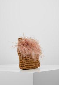 Loeffler Randall - POUCH - Clutch - miel/buff pink - 3