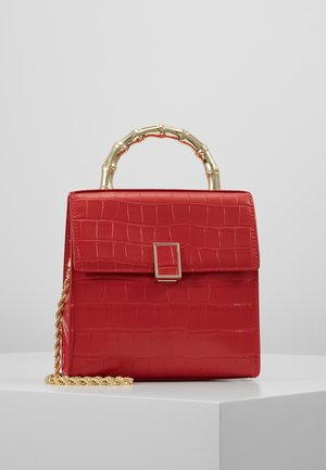TANI MINI SQUARE CROSSBODY - Torba na ramię - cherry red chred