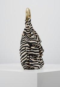 Loeffler Randall - IZZIE HEART HANDLE TOTE - Handbag - zebra - 3