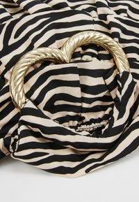 Loeffler Randall - IZZIE HEART HANDLE TOTE - Handbag - zebra - 6