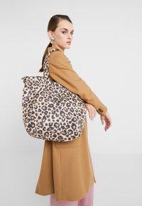 Loeffler Randall - ROXANA LARGE TOTE - Shopping Bag - camel - 1