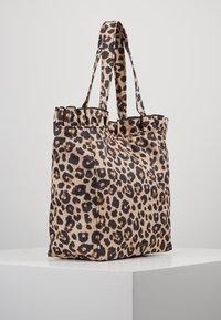 Loeffler Randall - ROXANA LARGE TOTE - Shopping Bag - camel - 3