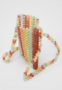 Loeffler Randall - GEORGINA BEADED PHONE CROSSBODY - Sac bandoulière - multi-coloured - 4