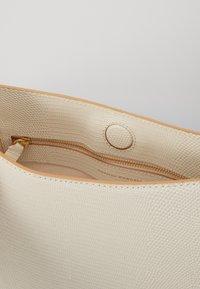 Loeffler Randall - CAROLINE TWISTED RING - Handbag - cream - 5