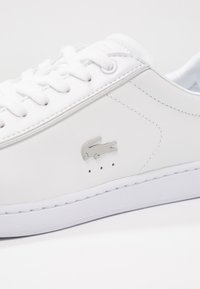 Lacoste - CARNABY EVO 118 6 SPW  - Sneakersy niskie - white/light grey