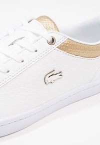 Lacoste - STRAIGHTSET CAW  - Sneakersy niskie - white/gold - 6