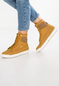 Lacoste - EXPLORATEUR CAW - Sneaker high - tan/offwhite - 0