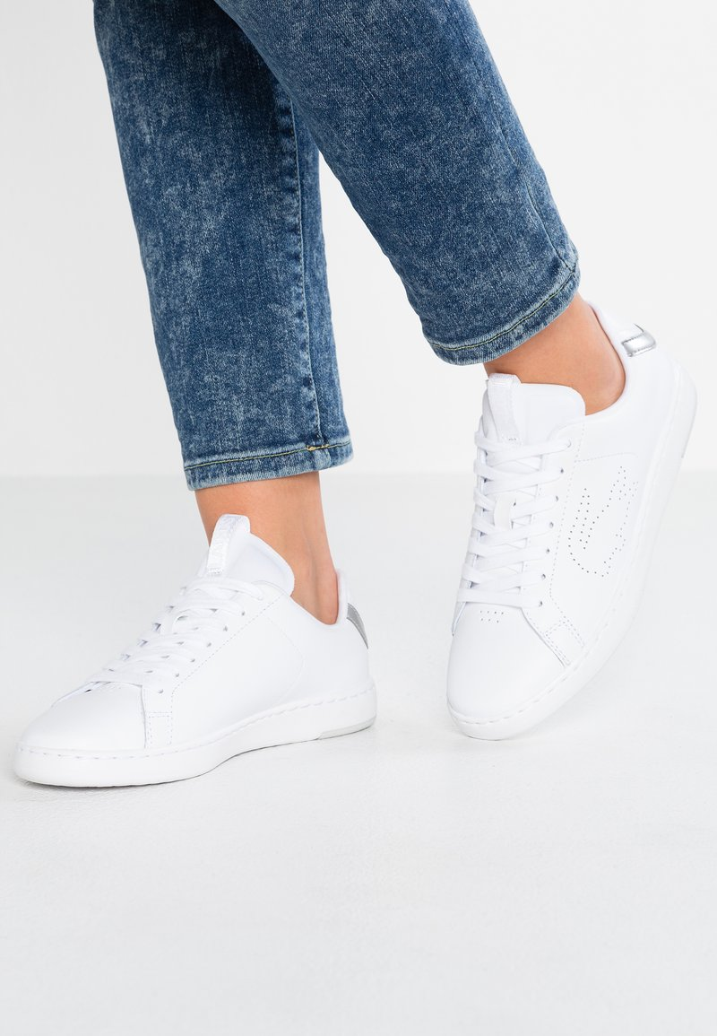 Lacoste - CARNABY EVO LIGHT - Sneakersy niskie - white