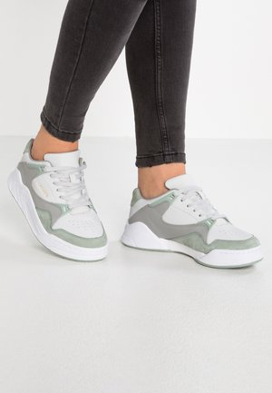 COURT SLAM - Trainers - offwhite/green