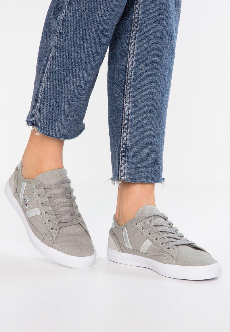 Lacoste - SIDELINE - Sneaker low - light grey/white