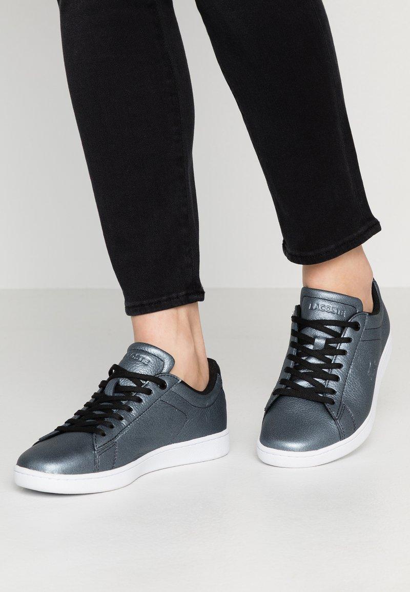 Lacoste - CARNABY EVO - Sneaker low - black/white