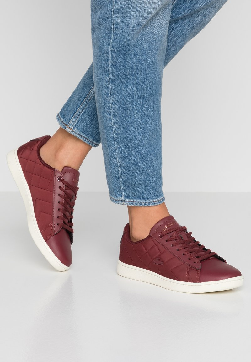 Lacoste - CARNABY EVO  - Sneaker low - dark red/offwhite