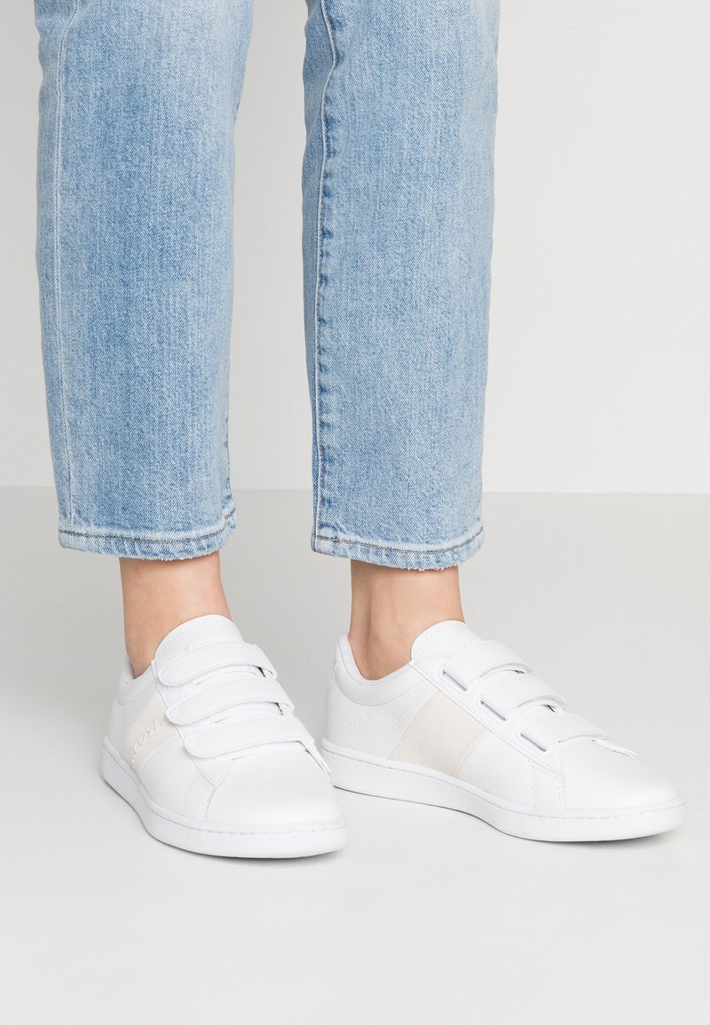 Lacoste - CARNABY EVO STRAP  - Trainers - white