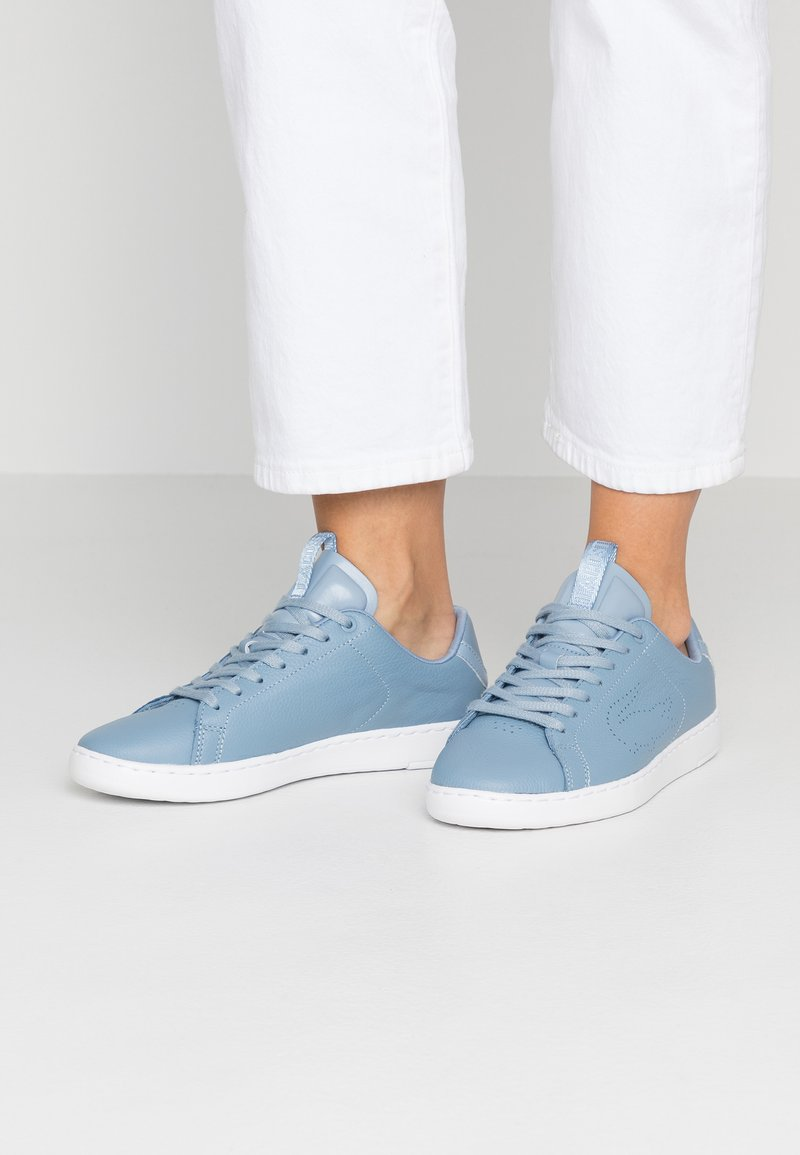Lacoste - CARNABY LIGHT - Sneakersy niskie - light blue/white