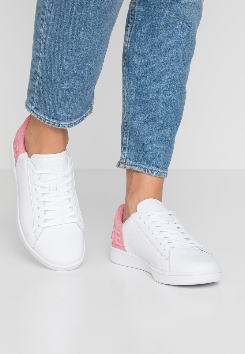 Lacoste - CARNABY  - Sneaker low - white/pink