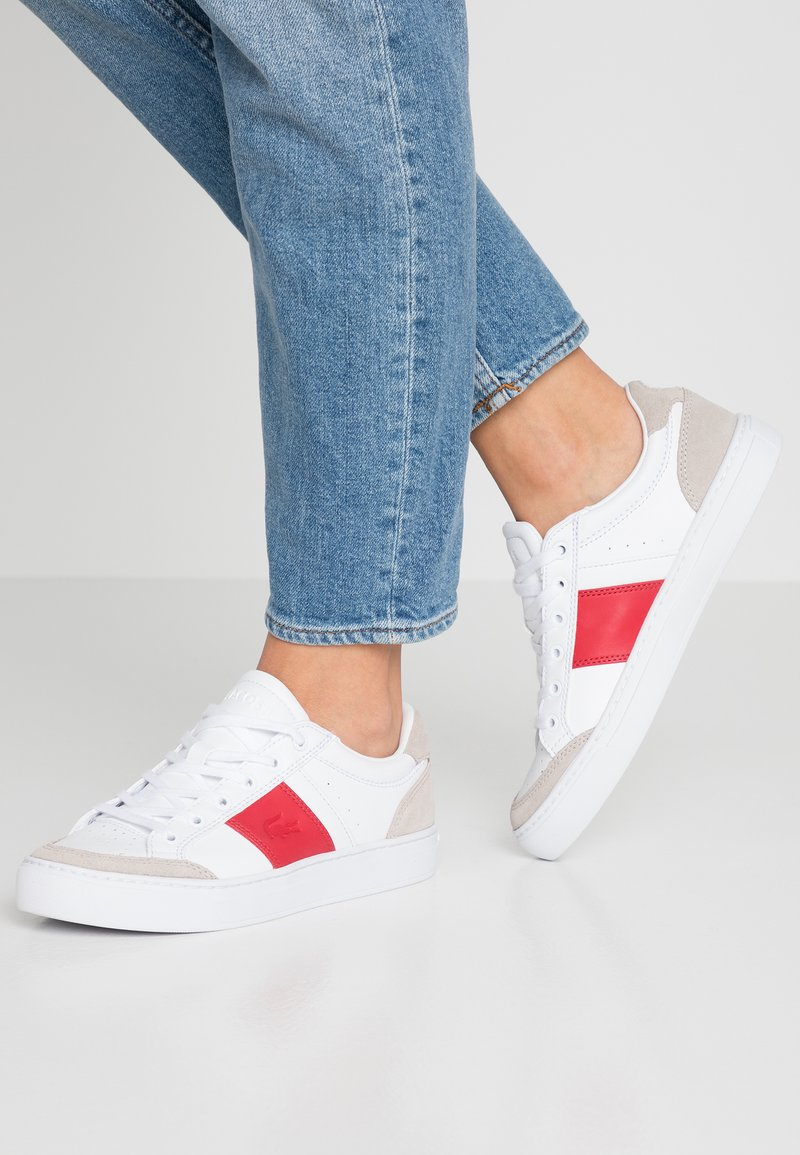 Lacoste - COURTLINE  - Sneaker low - white/red