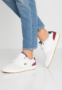 Lacoste - MASTERS CUP - Sneaker low - offwhite/navy/dark red - 0