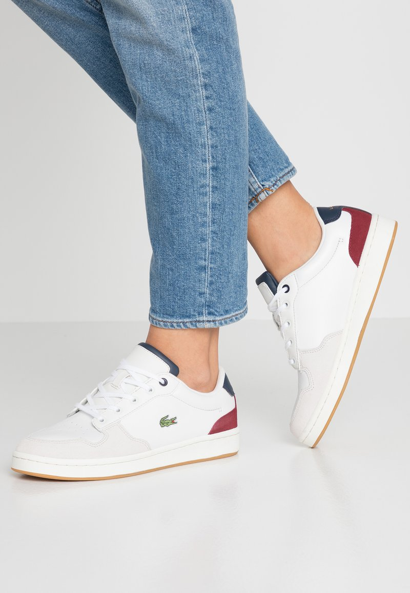 Lacoste - MASTERS CUP - Sneaker low - offwhite/navy/dark red