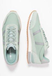 Lacoste - PARTNER RETRO - Sneaker low - light green/offwhite - 3