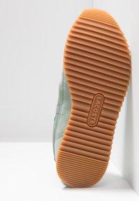 Lacoste - PARTNER RETRO - Sneaker low - light green/offwhite - 6