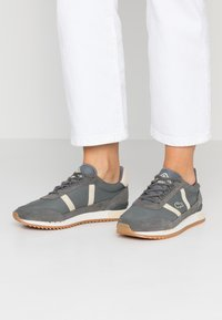 Lacoste - PARTNER RETRO - Trainers - dark grey/offwhite - 0