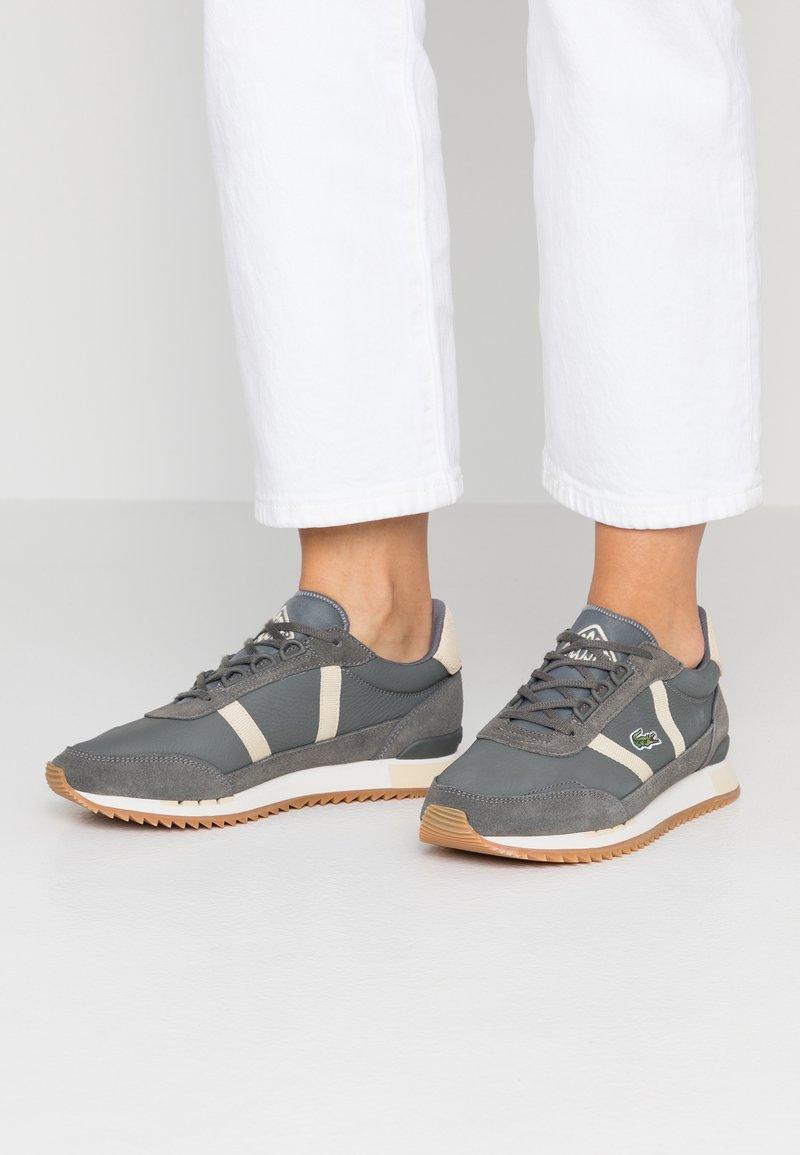 Lacoste - PARTNER RETRO - Sneaker low - dark grey/offwhite