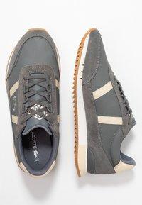 Lacoste - PARTNER RETRO - Sneaker low - dark grey/offwhite - 3